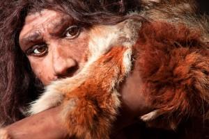 Obraz pierwszych ludzi zajadających się surowym lub półsurowym mięsem i ? zanim jeszcze dokończyli posiłek ? rozglądających się za kolejną ofiarą, dominował przez dziesięciolecia w naukowej wykładni antropologów. Głoszono, że kiedy tylko ludzie wyjrzeli z afrykańskiej dżungli, a na sawannie pojawiła się obfitość zwierząt kopytnych, przodkowie ludzkiej rasy zaczęli spożywać coraz więcej mięsa.